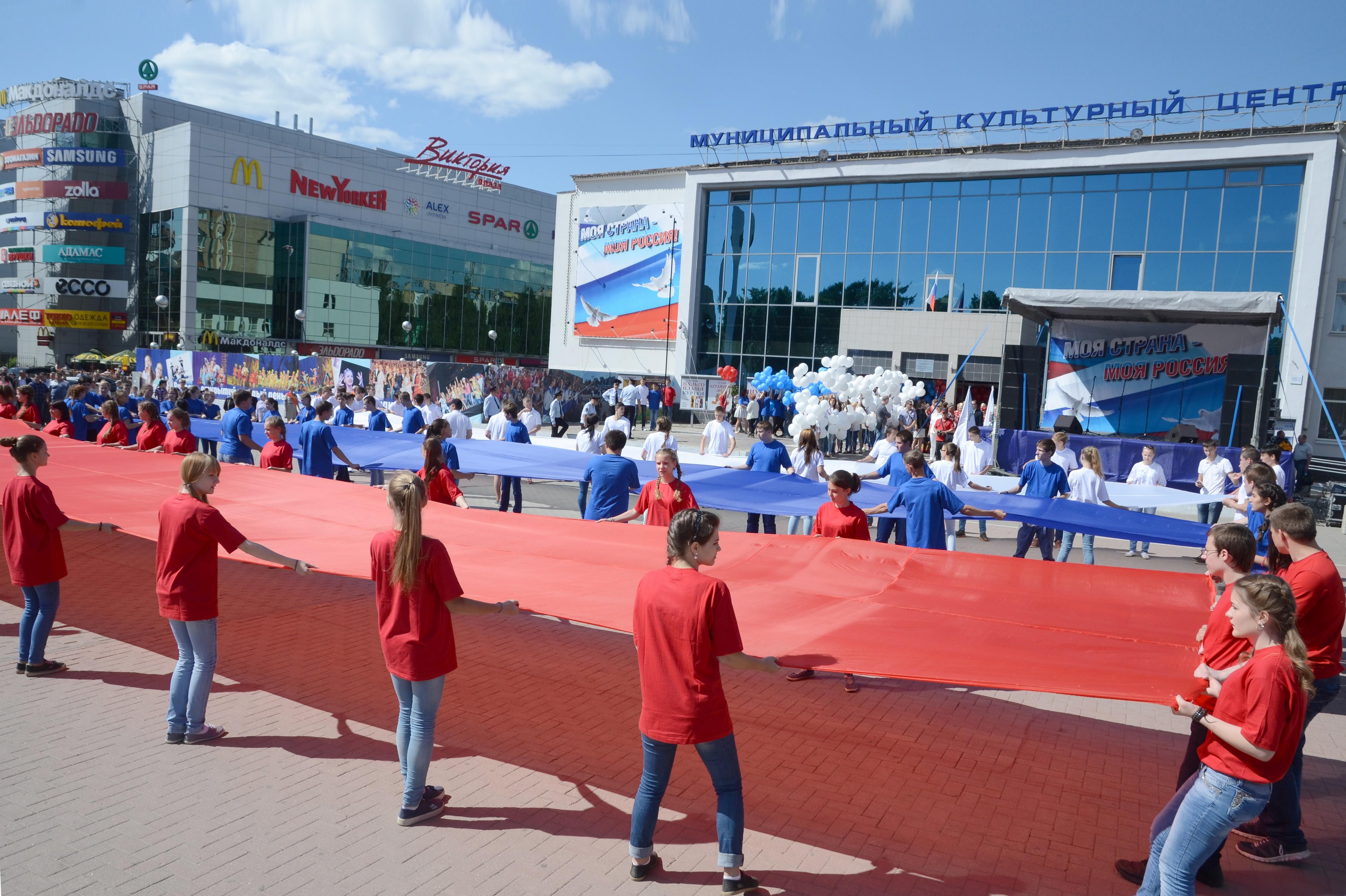 В Рязани в честь Дня России в небо запустили тысячу воздушных шаров