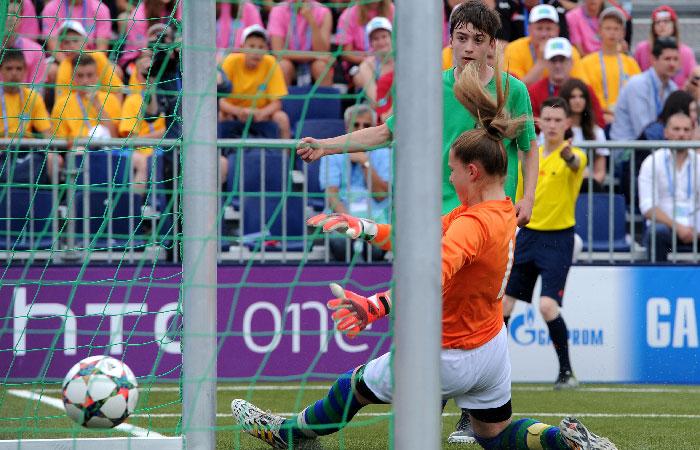 Юные футболисты.