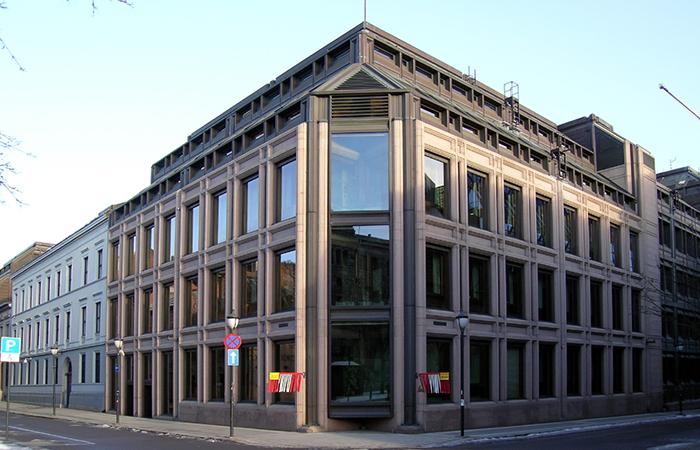 Центробанк Норвегии хаотично спасает экономику страны