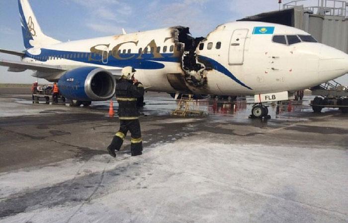 Сгоревший самолёт.