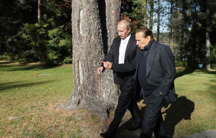 Президент России Владимир Путин в рамках своего визита в Италию 10 июня провёл встречу с бывшим итальянским премьер-министром Сильвио Берлускони.