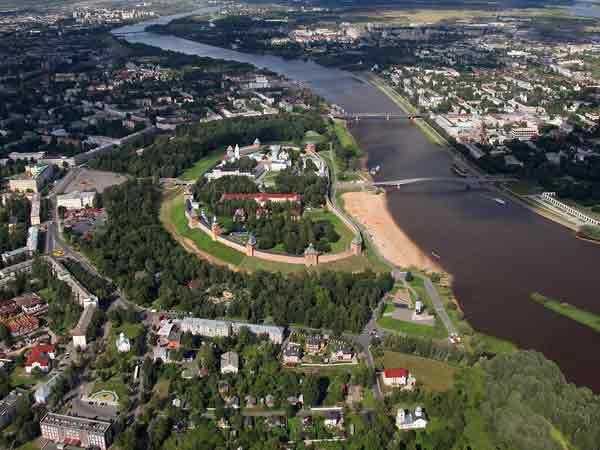 Новгородским муниципальным предприятиям пообещали смену руководства