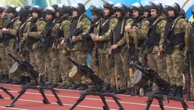Бойцы ОМОНа и полка полиции специального назначения имени Ахмата Кадырова.