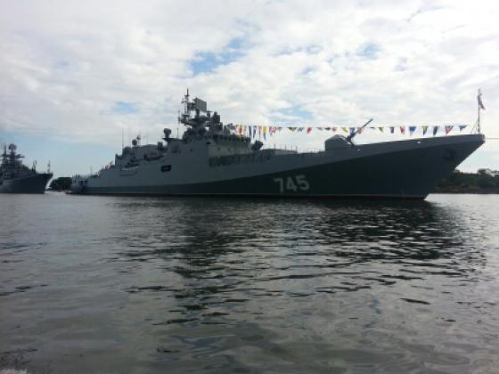 В парадном строю Калининградского канала выстроены 5 новейших кораблей ВМФ