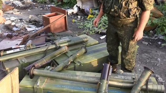 В развалинах луганского аэропорта найден склад оружия из США