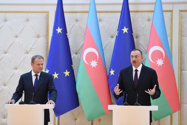 Ильхам Алиев и Дональд Туск. Фото: пресс-служба президента Азербайджана