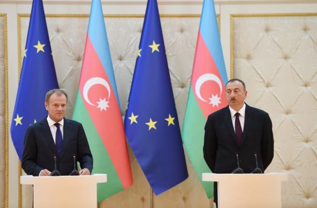 Дональд Туск и Ильхам Алиев. Фото: пресс-служба президента Азербайджана