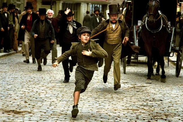 Кадр из фильма «Оливер Твист» (реж. Р. Полански, 2005)