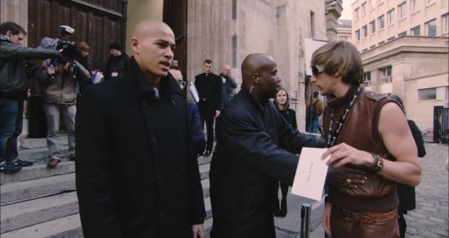 Кадр из фильма «Бруно» (реж. Л. Чарльз, 2009)