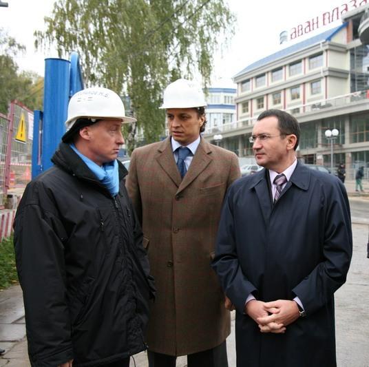Никита Колесников, Дмитрий Романцов и Николай Федоров на стройке отеля