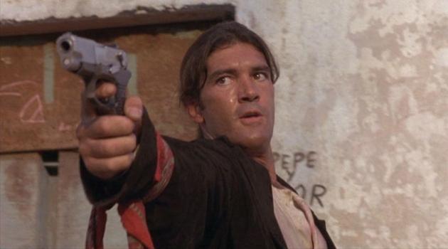 Кадр из фильма «Отчаянный» (реж. Р. Родригес, 1995)