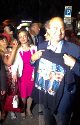 Французский сенатор в Ялте купил футболку с надписью «Обама, ты чмо»