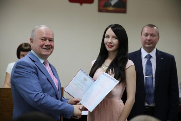 Глава Калуги принял участие в церемонии вручения  дипломов юристов