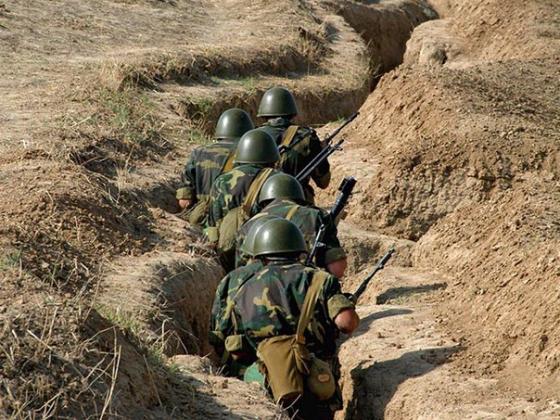 Азербайджан нагнетает напряжение на границе с Карабахом