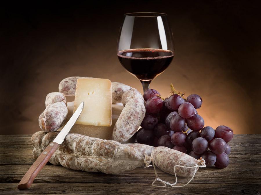Итальянское вино и сыр.