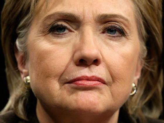 Клинтон категорически отрицает отправку служебных данных с личного аккаунта