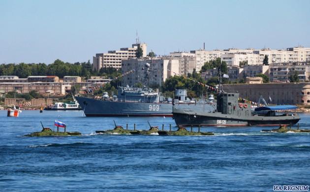 В Севастополе начался морской парад боевых кораблей ко дню ВМФ