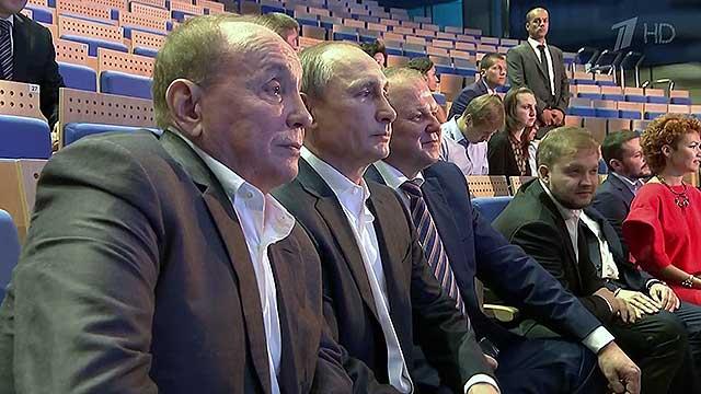 Владимир Путин побывал в Светлогорске, где теперь проходит фестиваль «Голосящий КиВиН»