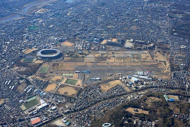 В японском городе Тёфу из-за падения самолета закрыт аэропорт