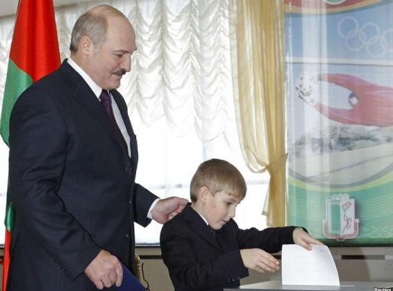 Александр Лукашенко и его сын Николай