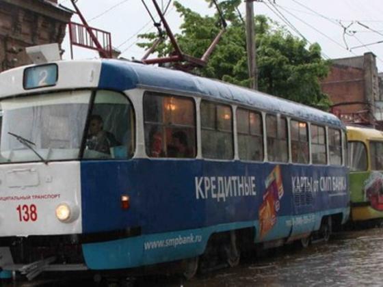 Сильный дождь парализовал движение трамваев в центре Краснодара