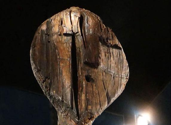 Скульптура большого Шигирского идола.