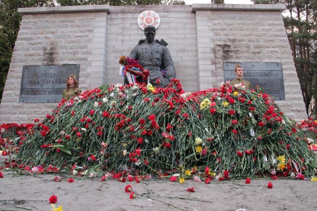 Бронзовый солдат 9 мая.