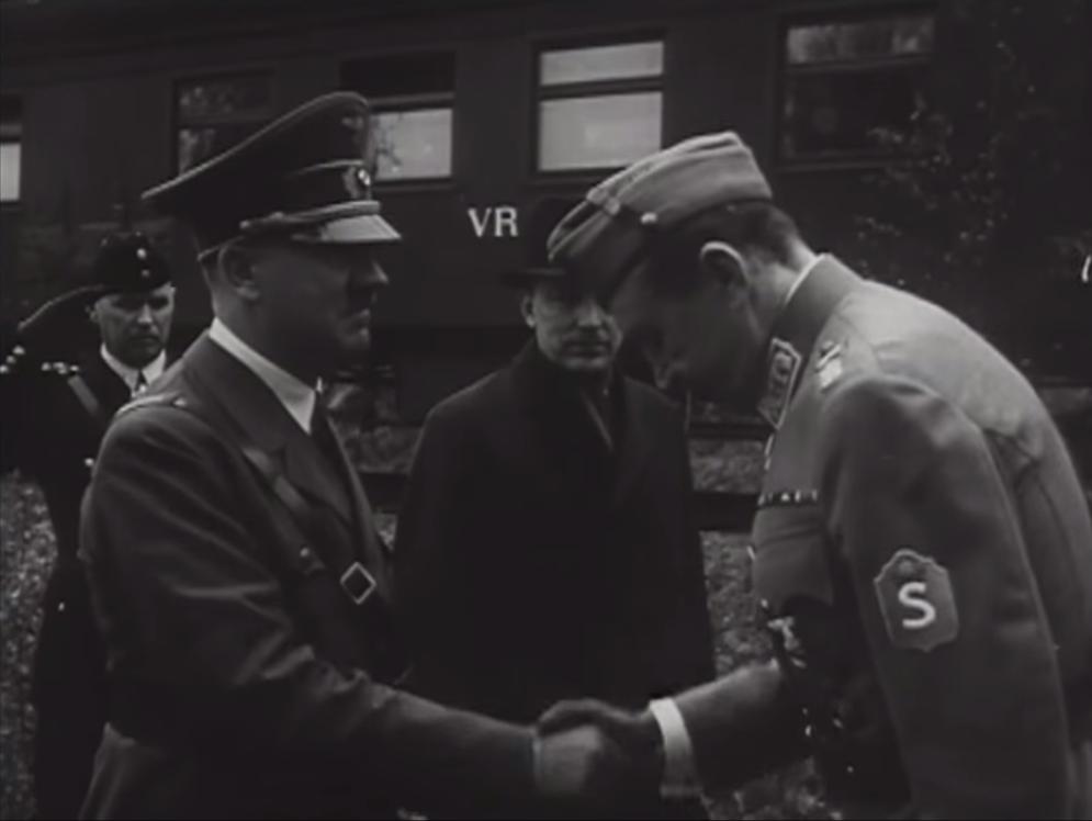 Гитлер и Маннергейм, 1942 год. Кадр из немецкой кинохроники.
