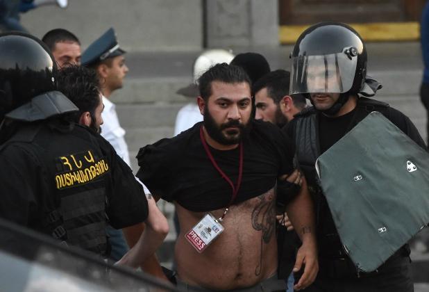 Армянский журналист после разгона демонстрации 23 июня. ©Photolure