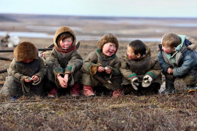 Дети тундровых кочевников.