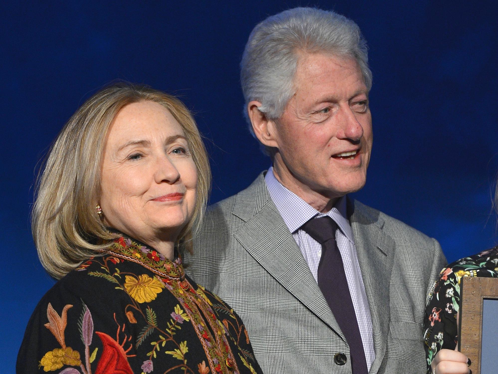 Бывшая госсекретарь США Хиллари Клинтон  И бывший президент США  Билл Клинтон.