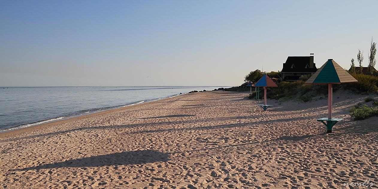 Пустой пляж.