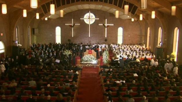 Церемония прощания с й дочерью всемирно известной певицы Уитни Хьюстон Бобби Кристины Браун.