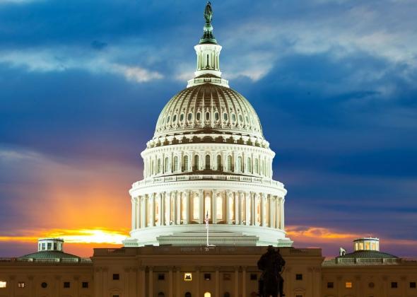 Здание Конгресса США — Капитолий в Вашингтоне — построено по образцу собора св.Петра в Риме.