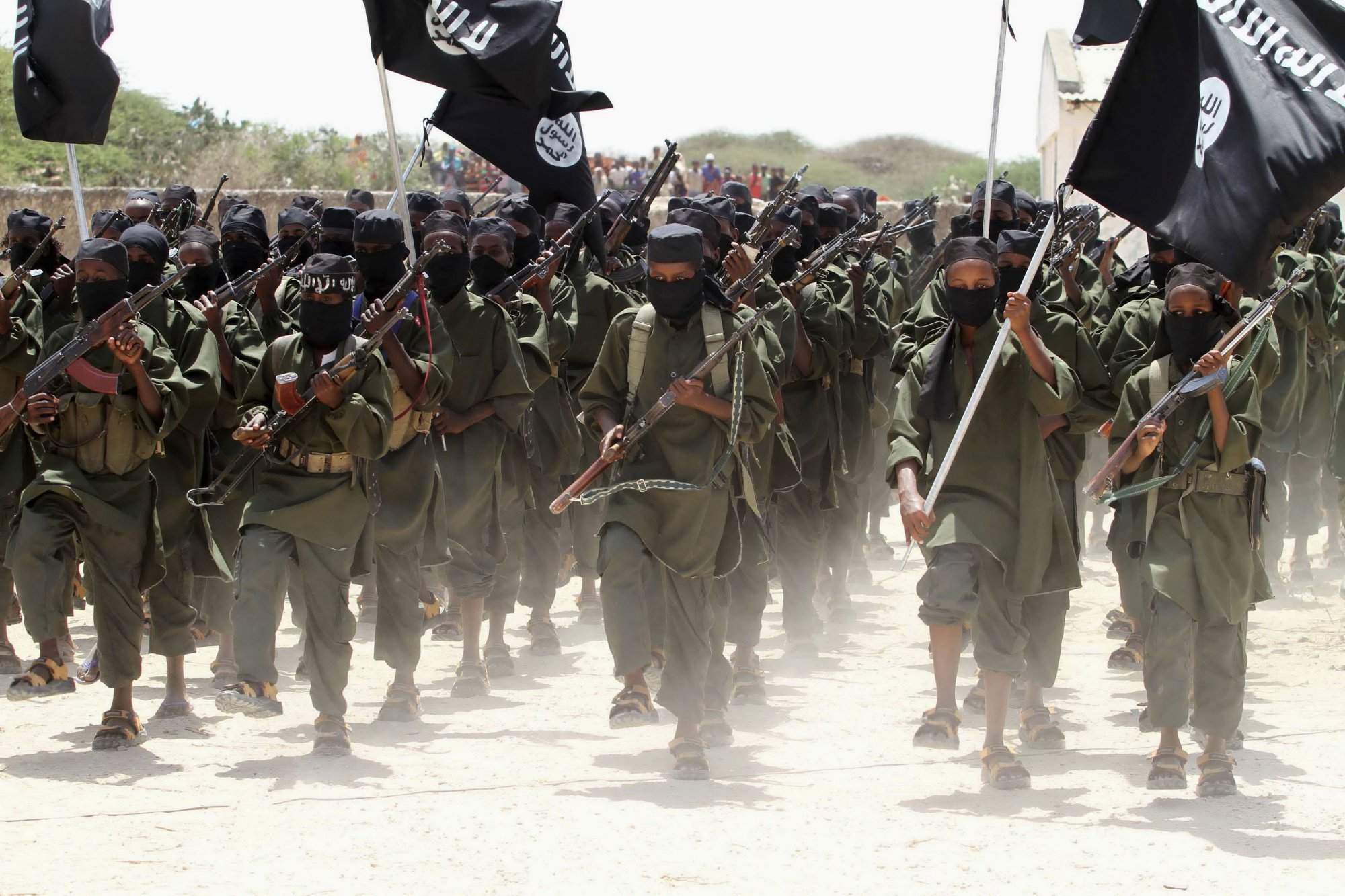 Боевики ИГИЛ окапываются, готовясь к наземным боям за осыпаемый авиабомбами город