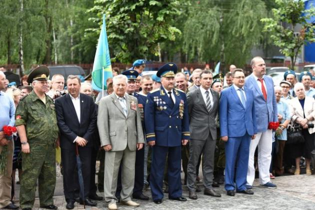 В Ярославле в канун Дня ВДВ открыли памятник Василию Маргелову