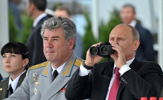 Виктор Бондарев (слева).