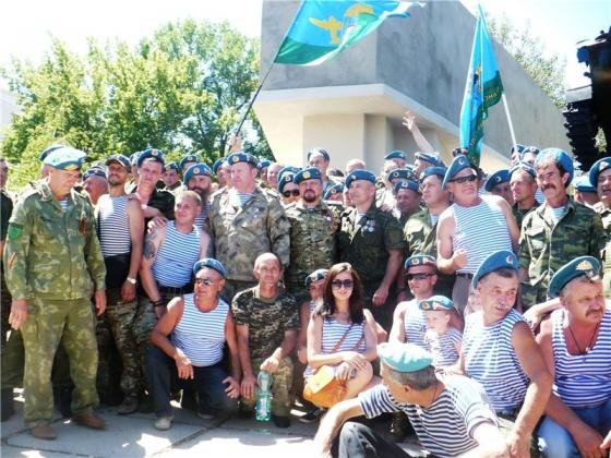 В Луганске открыли мемориал десантникам, погибшим при защите ЛНР