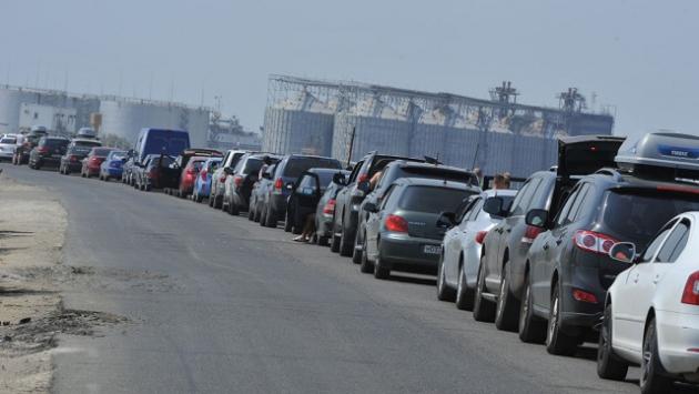 На Керченской переправе в сторону Крыма скопилось около 1500 машин