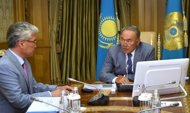 Арыстанбек Мухамедиулы и Нурсултан Назарбаев.