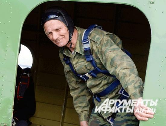 87-летний ветеран-десантник из Казани Павел Клетнёв.