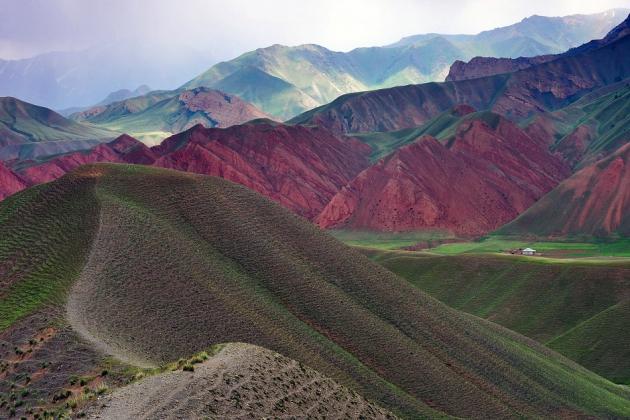 В горах Киргизии погибли альпинисты из России