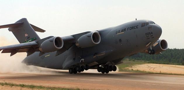 Американский военно транспортный  C-17 Globemaster III самолёт: