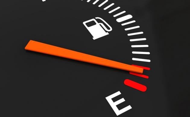 Песков не стал комментировать «дефицит бензина»