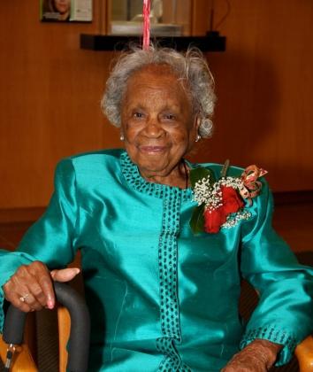 Секретом 110-летней долгожительницы стал ежедневный прием виски и пива