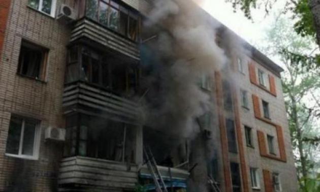 В Горловке в результате обстрела со стороны ВСУ загорелись жилые дома