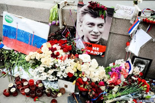 СМИ: Убийца Немцова был левшой