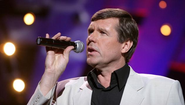 Певцу Александру Новикову сломали руку в Москве