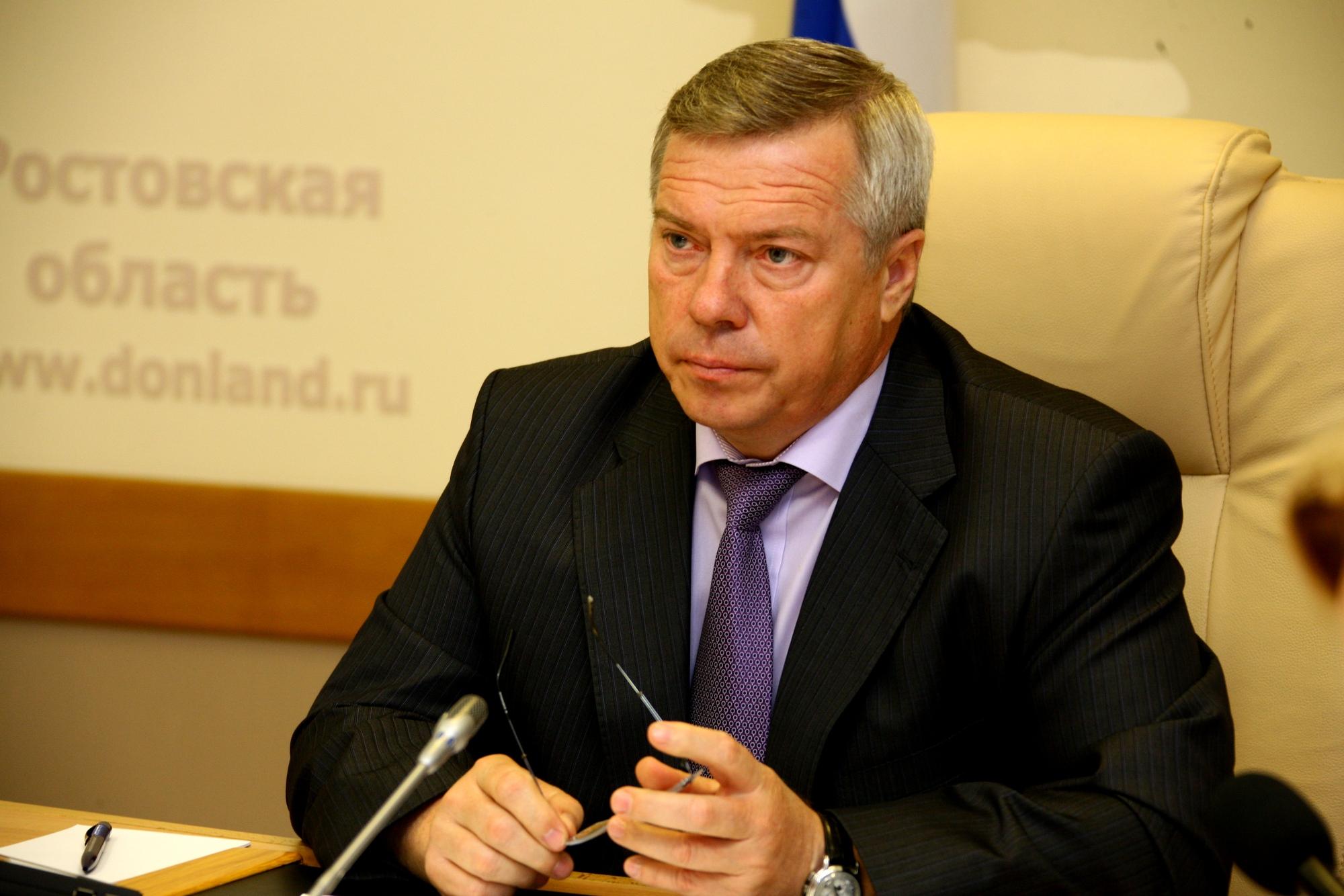 Губернатор с грин-картой Василий Голубев хорошо устроился