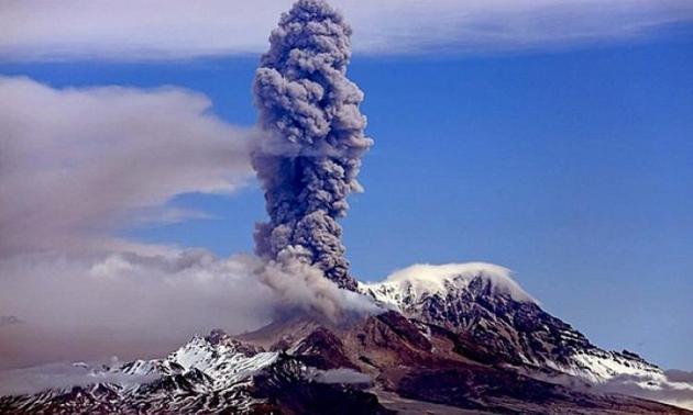 Действующий вулкан Шивелуч.